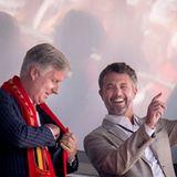 Auch ein weiterer berühmter Fußball-Fan will sich dieses EM-Spiel nicht entgehen lassen: Es ist König Philippe von Belgien. Die beiden Männer scheinen sich während der Partie gut unterhalten zu fühlen.