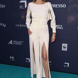 Kein Kleid, aber mindestens genauso aufregend ist der Jumpsuit, den Model Eva Padberg trägt – der Beinschlitze sei dank.
