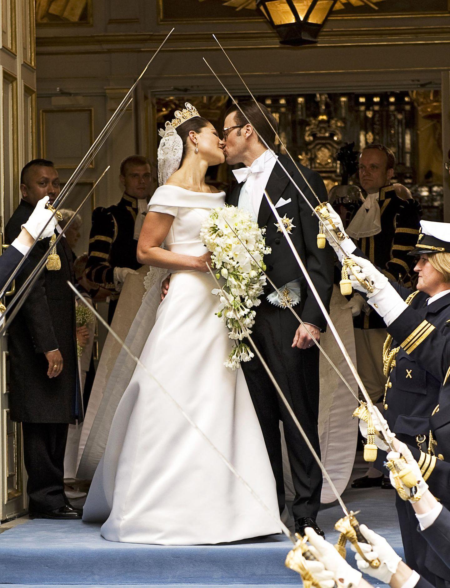 Ihren Küssen ist anzusehen, wie glücklich Victoria und Daniel sind. Ihr langer Weg bis vor den Altar war nicht unbedingt einfach gewesen.