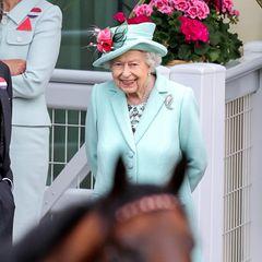 """Und die Aufregung dürfte am letzten Tag des berühmten Pferderennens groß sein, gleich mehrere Pferde der Königin treten an, mit so wohlklingenden Namen wie""""Reach for The Moon"""", """"Tactical"""" oder """"King's Lynn""""."""