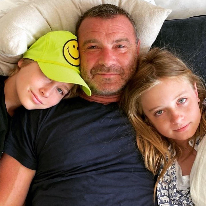 20. Juni 2021  Für Liev Schreiber ist der Vatertagsein Lieblingstag des Jahres. Auch wenn seine Kids Alexander und Samuel jetzt langsam zu Teenies werden, ist die Kuschelzeit mit ihnen die wertvollste Zeit.