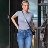 Bei Diane Kruger muss es nicht immer glamourös zugehen. Cowboy-Boots an, eine bequeme Jeanshose und ein lässiges Streifenshirt – Diane ist bereit,so manches Shopping-Schnäppchen zu ergattern.