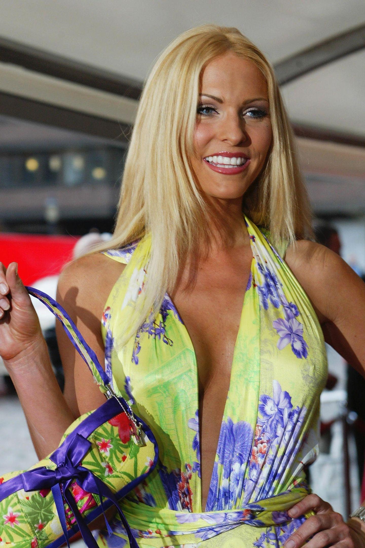"""Sonya Kraus feiertihren Durchbruch 1998 beim """"Glücksrad"""". Danach bekommtsie im Jahr 2000 ihre erste eigene Show""""Talk talk talk"""", die sie elf Jahre lang moderiertund dadurchnationale Bekanntheit erlangt. Zu Beginn ihrer Show ist die gebürtige Frankfurterin gerade 28 Jahre alt. Und heute?"""