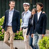 23. Juni 2021  Die ganze Familie ist heute besonders stolz auf ihren Prinzen Felix. Der dänische Royal hat das Abitur bestanden und zieht deshalb feierlich samt Kapitänsmütze mit Prinz Joachim, Gräfin Alexandra und seinem Bruder Prinz Nikolai durch die Straßen in Hellerup.