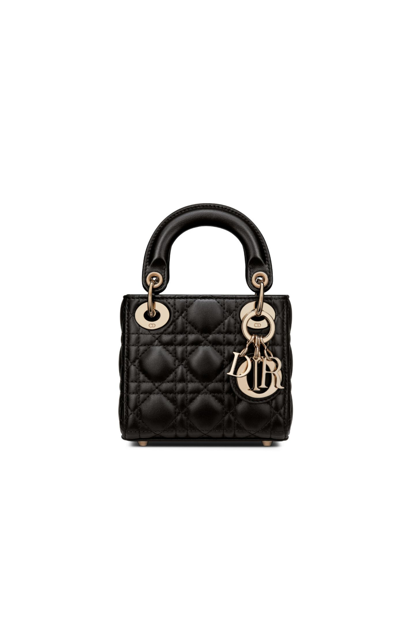 Klein, aber oho! Ikonische Taschen wie die Lady Dior aus dem Hause Dior werden in einer Reihe von Miniaturversionen neu erfunden. Wir sind ganz verzaubert von den Klassikern im Mini-Format, die es sowohl in klassischen Farbtönen, als auch in sanften Pastelltönen gibt. Lady Dior Mirco Tasche, ca. 2.600 Euro.