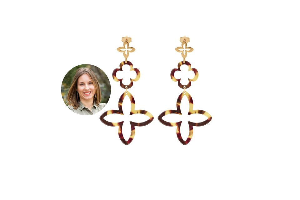 Die auffälligen Ohrringe sind die neuen Lieblingsbegleiter von Lara Golombek.