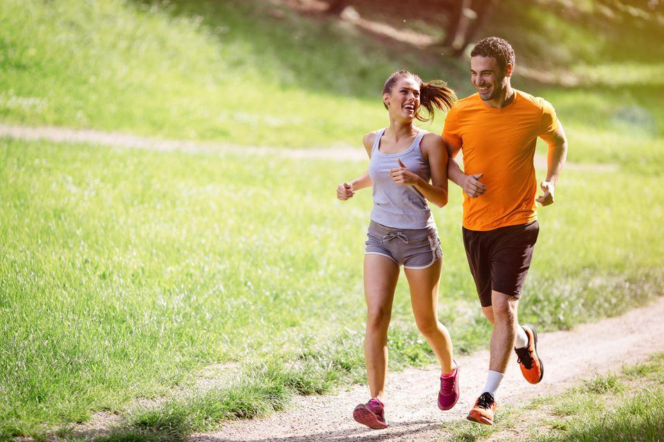 Beste Laufschuhe: Paar beim Joggen