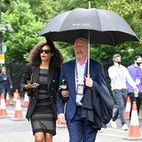 Wenn es umWimbledon geht, darf eine Tennislegende natürlich nicht fehlen, Boris Becker! Am ersten Spieltagwird Boris mitFreundinLilian De Carvalho am Arm von Paparazzi in London gesichtet. Das coole Paar ist auf dem Weg in den Croquet Club, um sich dort das erste Match anzuschauen.