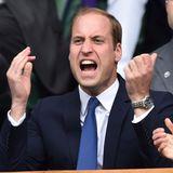 So aufgebracht sehen wir Prinz William selten! Doch bei dem Wimbledon-Finale im Juli 2014 zwischenNovak Đoković und Roger Federer kann der künftige Thronfolger seine Emotionen nicht wie sonst im Zaumhalten und lässt seinem Zorn freien Lauf ... Gewonnen hat am Ende übrigensNovak Đoković.