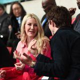 Auch Ellie Goulding und Ehemann Caspar Jopling wollen sich das EM-Match nicht entgehen lassen und nehmen neben den Cambridges, Familie Beckham und Ed Sheeran in der VIP-Loge platz.