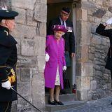 """29. Juni 2021  Im Rahmen ihrer""""Royal Week"""" schaut Queen Elizabeth zur Wiedereröffnung des """"Argyll and Sutherland Highlanders Museum"""" auf Stirling Castle vorbei und bringt royalen Glanzins alteSchlossgemäuer."""