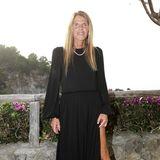 Die Modejournalistin und Autorin Anna dello Russo setzt fast immer auf schrille Outfits. Dass sie auch die klassischen Looks tragen kann, beweist sie während der Max Mara Show auf der italienischen Insel Ischia.