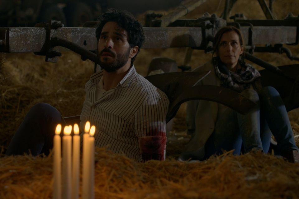 Tobias und Katrin gefangen in der Scheune