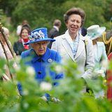 """30. Juni 2021  An Tag drei ihrer Reise durch Schottland wird Queen Elizabeth von Prinzessin Anne begleitet. Zusammen nehmen sie gleich zwei Termine wahr. Der erste führt sie nach Glasgow zum""""Children's Wood Project"""" in den Wald. Hier warten besondere Leckereien auf die Queen und Anne."""