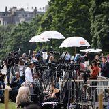 Zahlreiche Vertreterinternationaler Medien haben sich versammelt, um von den Feierlichkeiten und der Enthüllung der Diana-Statue in Anwesenheit der royalen Familie zu berichten.