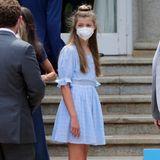 Obwohl Prinzessin Sofia die jüngere Tochter von König Felipe und Königin Letizia ist, scheint sie mutiger zu sein, wenn es um Mode geht. Im stylischen Sommerkleid von Springfield mit Raffungen und Puffärmeln sieht sie nicht nur umwerfend aus, sie weiß auch, welche Frisur zu dem Outfit am besten passt.