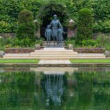 Die symbolträchtige Statue in Gedenken an Prinzessin Diana fügt sich perfekt in den wundervollen Sunken Garden ein.