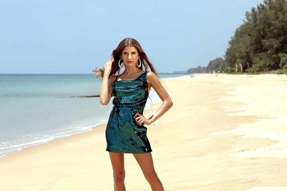 Cathy Hummels am Strand in Thailand