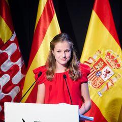 """1. Juli 2021  Am Abend der Vergabe der Preise der Stiftung """"Prinzessin von Girona"""" steht die spanische Thronfolgerin im Mittelpunkt. Prinzessin Leonor hält zunächst eine Rede, bevor sie anschließend die ehrenvolle Aufgabe übernimmt, die Auszeichnungen zu überreichen."""
