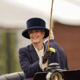 Auch Gräfin Sophie von Wessex lässt es sich nicht nehmen, mit der Kutsche vorzufahren. Das britische Königshaus ist seit Beginn der Royal HorseShow im Jahre 1943 großer Unterstützer des Events.