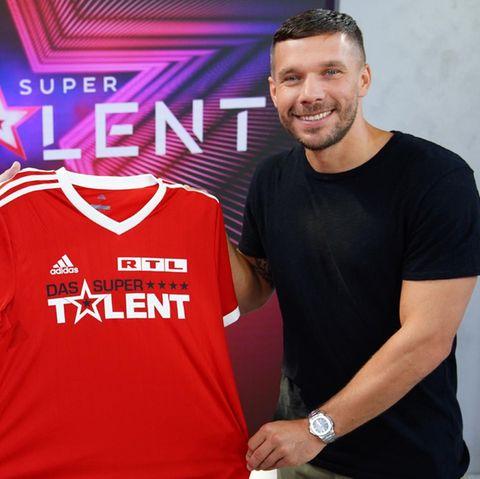 """Henning Tewes, Geschäftsführer RTL Television & Co-Geschäftsleiter TVNOW, begrüßt nicht nur Fußball-Weltmeister Lukas Podolski als neues Jurymitglied bei """"Das Supertalent""""."""