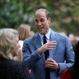 """Danach geht es zum""""NHS Big Tea"""" in denBuckingham Palace. Dortwird die Stimmung ausgelassener und Prinz William plaudert bei sommerlicher Atmosphäre mit den geladenen Gästen."""