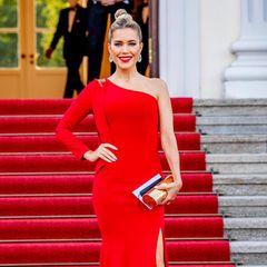 Sylvie Meis posiert auf dem roten Teppich.