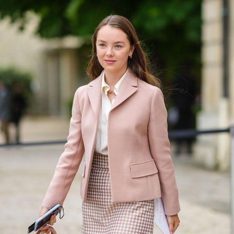 Royals in der Front Row: Fashion-Fan Alexandra von Hannover besucht in Paris die Dior-Show.