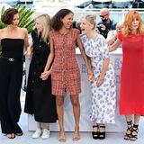 Style-Quintett: Die diesjährigen Damen der Cannes-JuryMaggie Gyllenhaal, Jessica Hausner, Mati Diop, Mélanie Laurent und Mylène Farmer präsentieren beim Fototermin jeweils ihren ganz eigenen Festival-Style.