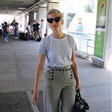 Jury-Mitglied Mélanie Laurent zeigt sich am Flughafen von Cannes im sportlich-eleganten Sommerlook.