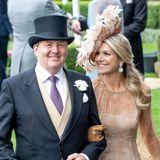Bereits 2019 trägt Königin Máxima denselben Hut und dasselbe Kleid in Ascot. Scheint, als hätte diese Kombi es ihr angetan. Sie wählt ebenfalls dieselbeTasche und die braunen Lederhandschuhe dazu.