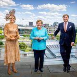 Nach ihrer Besichtigung des BundestageskommenKönigin Máxima und König Willem-Alexander der Einladung von Bundeskanzlerin Angela Merkel nach. Da der heutige Tag im Zeichen der Politik steht, hält Willem-Alexander sogar noch eine Rede im Bundesrat.