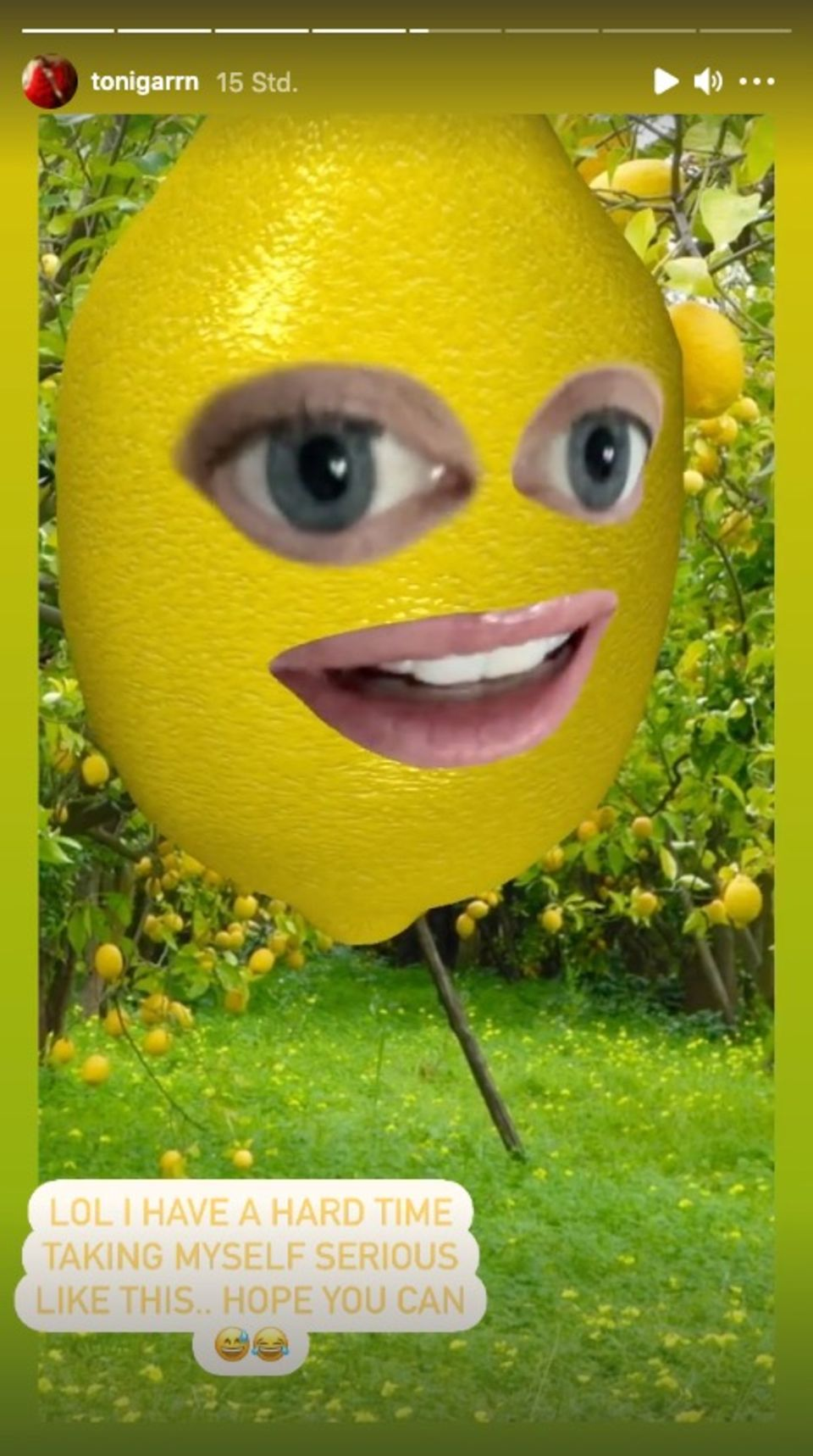 Toni Garrn meldet sich in Form einer Zitrone bei ihren Instagram-Follower:innen.