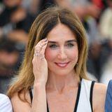 Ebenso wichtig wie das Kleidungsstück sind auch die Accessoires. Die Finger von Schauspielerin Elsa Zylberstein zieren beispielsweisesilberne Ringe der Marke Messika. Sehr hübsch!