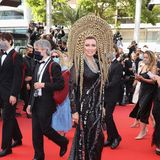 Mit diesem extravagantenKopfschmuck könnte sich die Schauspielerin Elena Lenina ebenfalls auf der Met Gala sehen lassen. Doch auch für die Filmfestspiele in Cannes kann es nicht glamourös genug sein.