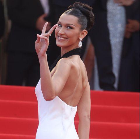 """Bella Hadid strahlt in Cannes und hat """"die zeit ihres Lebens""""."""