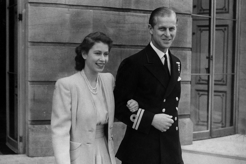 Queen Elizabeth und Prinz Philip am 10. Juli 1947, einen Tag nach Bekanntgabe ihrer Verlobung.