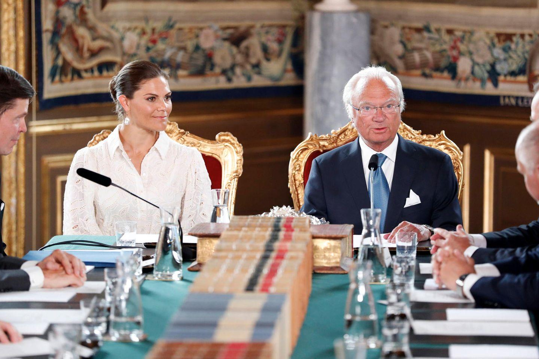 Prinzessin Victoria und König Carl Gustaf bei derKabinettssitzung zur Wiederwahl und Regierungsbildung des Ministerpräsidenten im Königlichen Schloss in Stockholm.