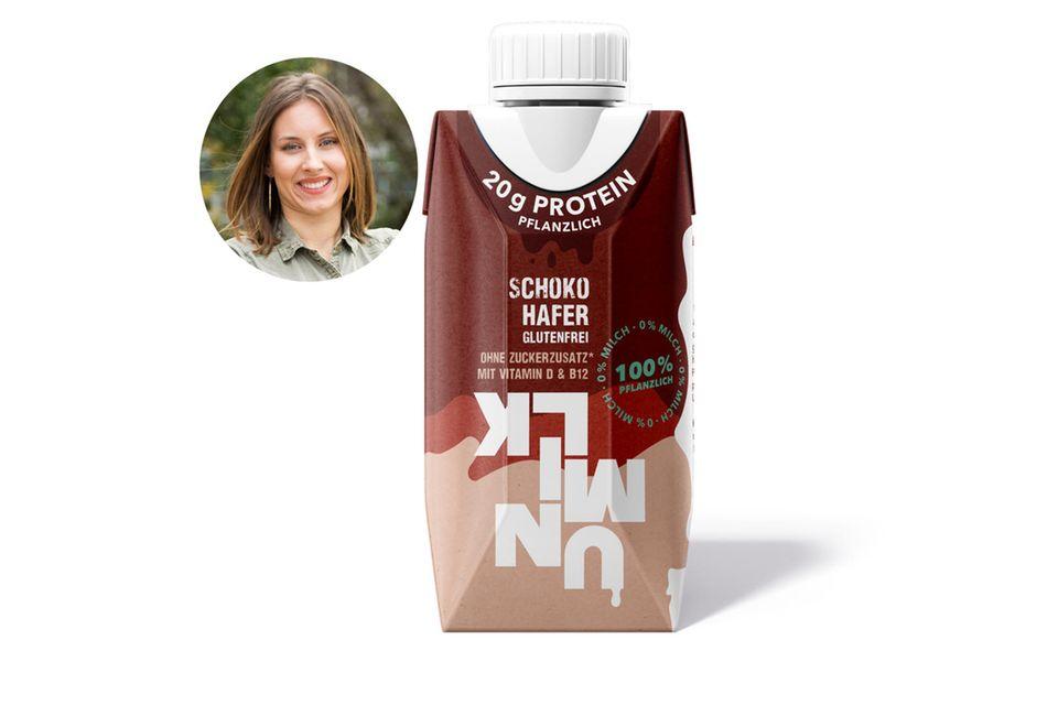 Kollegin Lara testet eifrig Milch-Ersatz. Fazit hier: Lecker!