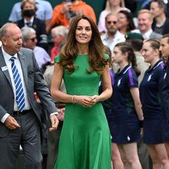 Beim Besuch in Wimbledon zeigte sich Herzogin Catherine in einem grasgrünen Kleid von Emilia Wickstead. Farbe und Schnitt erinnern besonders an ein Kleid ihrer verstorbenen Schwiegermutter Diana – die hätte in diesem Monat ihren 60. Geburtstag gefeiert.