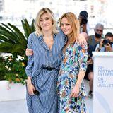 Valeria Bruni Tedeschi und Vanessa Paradis strahlen in ihrengemusterten Kleidern – was für tolle Sommerlooks.