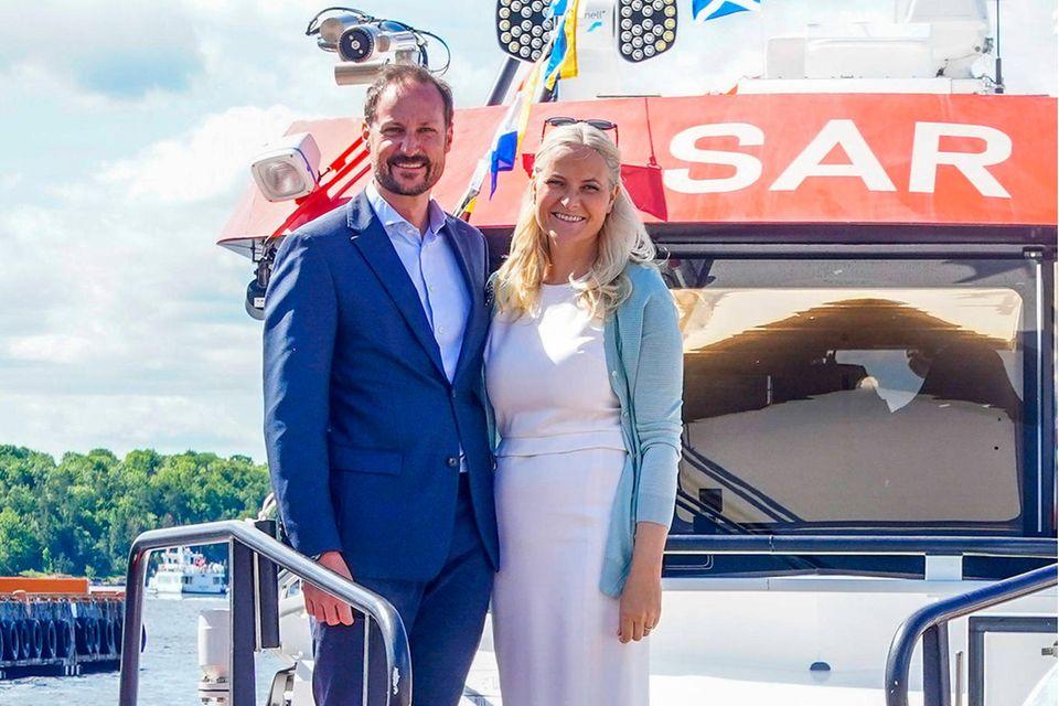Kronprinz Haakon und Kronprinzessin Mette-Marit bei ihrem letzten gemeinsamen öffentlichen Auftritt am 15. Juni in Oslo – anlässlich des Treffens mit dem norwegischen Seenotrettungsdienst.