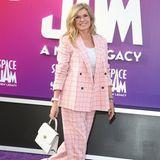 """""""Nashville-""""Star Connie Britton erscheint in einem rosafarbenen Hosenanzug mit Karomuster."""