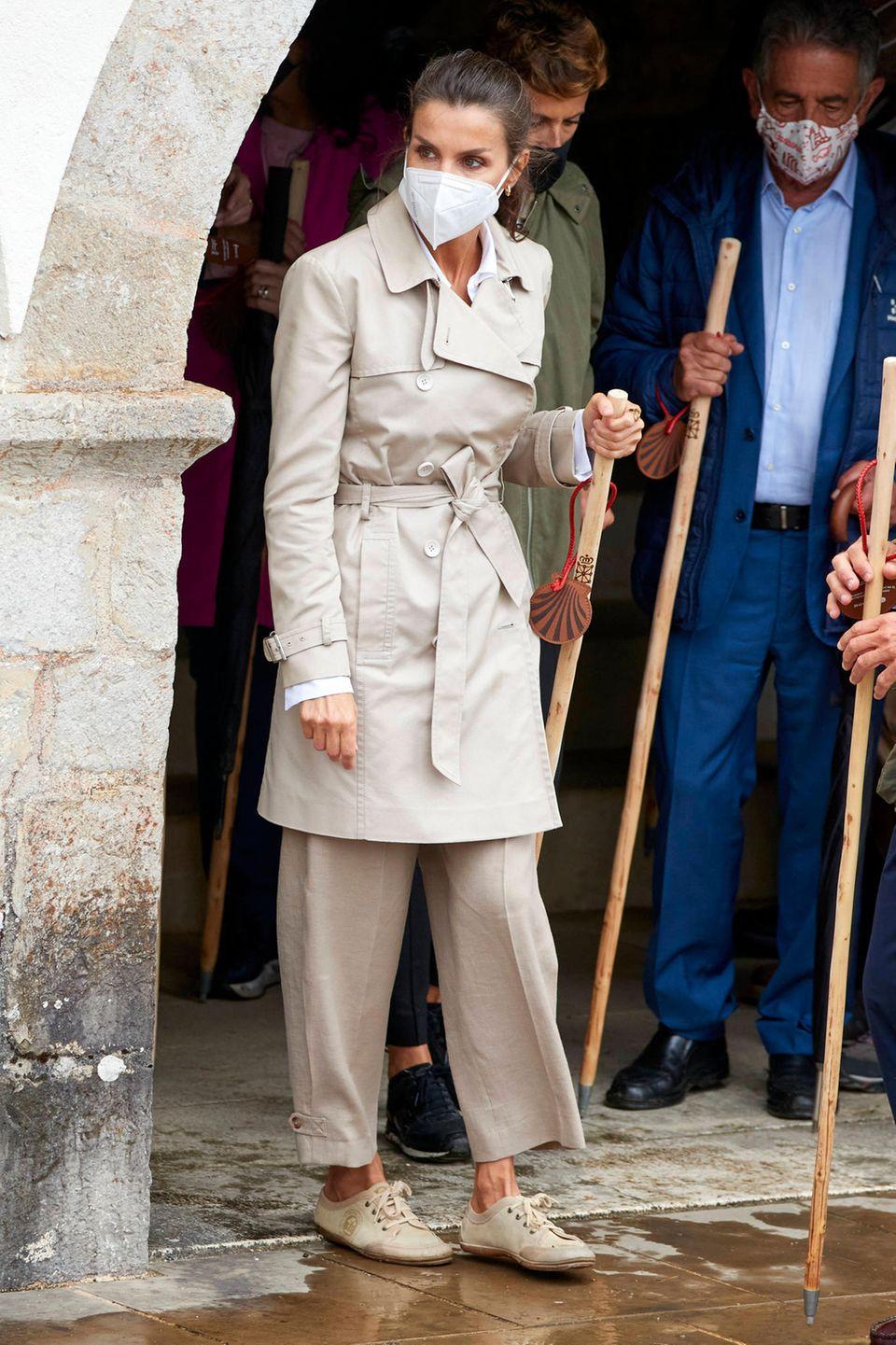 Zur Wanderung wechselt Königin Letizia schnell in ein Paar bequeme Sneaker
