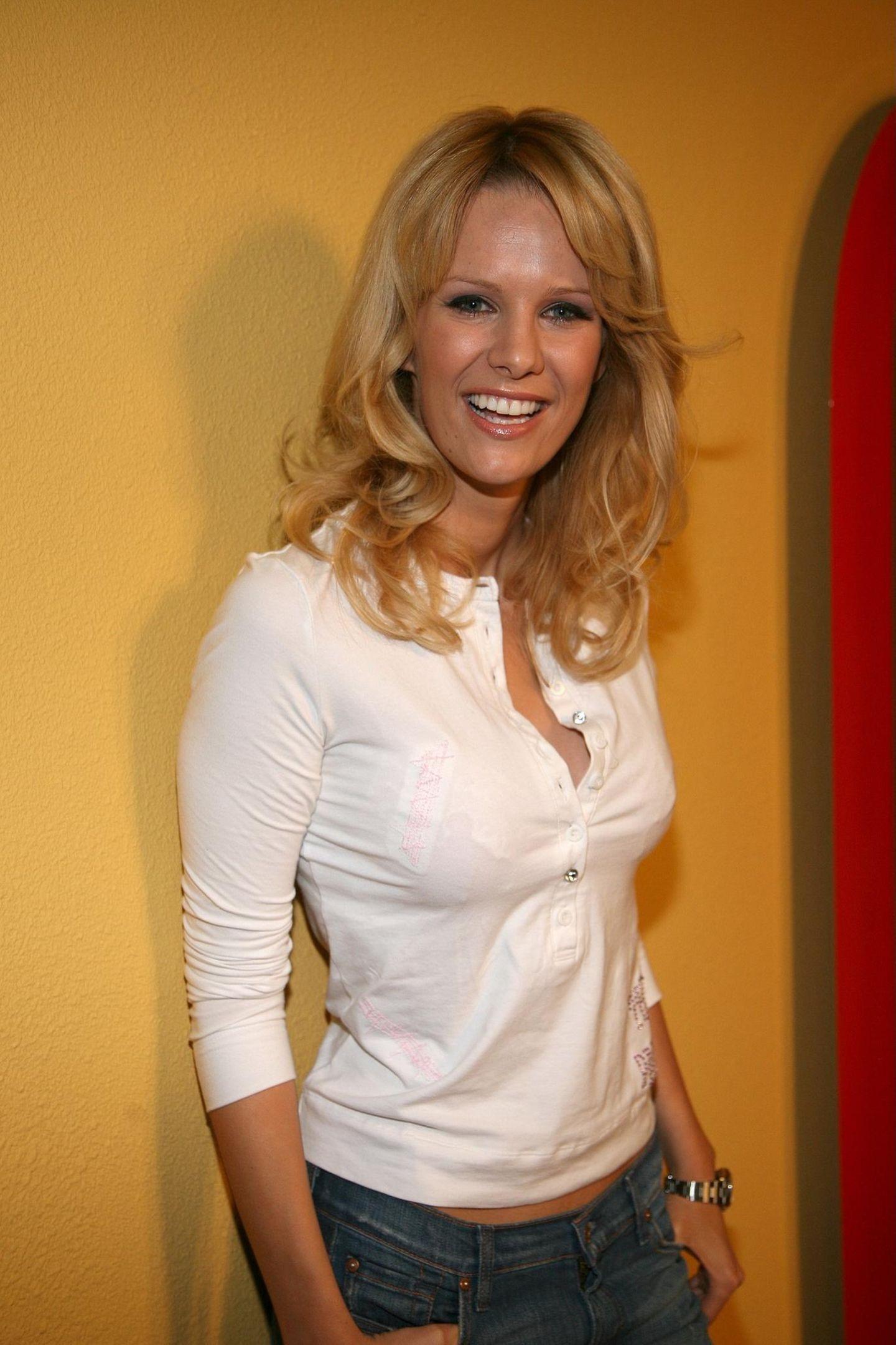 """2004 suchte Monica Ivancan als erste """"Bachelorette"""" die große Liebe. Die schwungvolle Frisur hatte sie schon damals."""