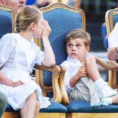 Und auch Prinzessin Estelle gibt als große Schwester ihr Bestes, um ihren Bruder bei Laune zu halten.