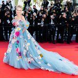 Sharon Stone setzt auf Flower Power. Das aufwendig bestickte Tüllkleid vonDolce & Gabbana ist zwar nicht jedermanns, doch die Blicke sind der Schauspielerin auf dem roten Teppich garantiert.