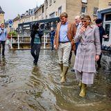 Beim Besuch der überschwemmten Stadtteile zeigen Willem-Alexander und Máxima ihre Anteilnahme. Sie reden mit Hilfskräften und Betroffenen über die aktuelle Situation und den Folgen der Fluten.