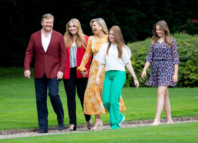 Es ist wieder soweit! Die niederländische Königsfamilie versammelt sich bestens gelaunt für den jährlichenFototermin im Garten von Schloss Huis ten Bosch in Den Haag.
