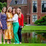 König Willem-Alexander lässt seinen wunderschönen Mädels den Vortritt.
